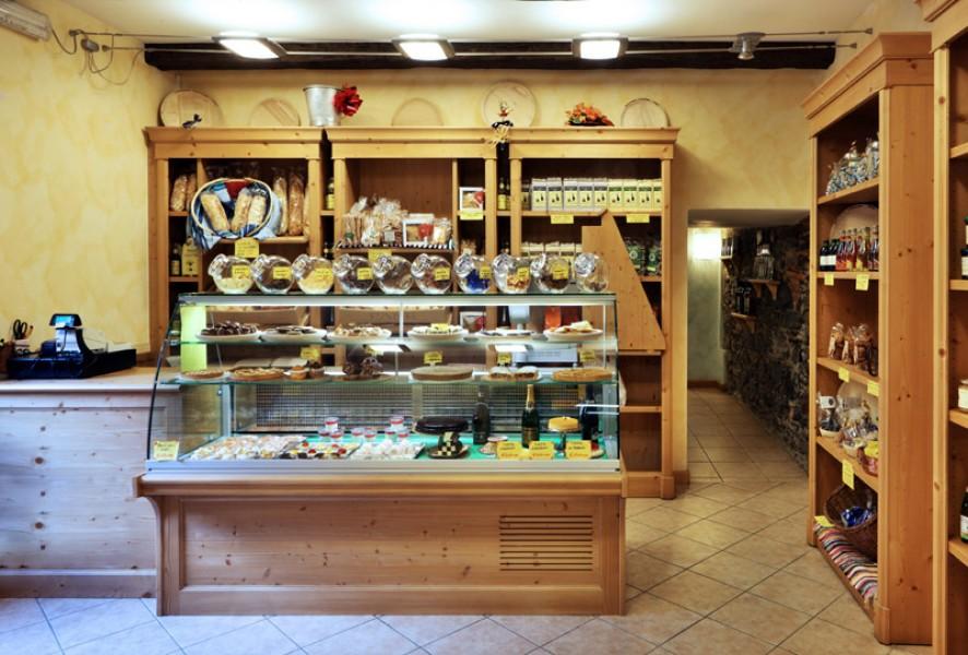 Ferr arredamenti cantamaggio realizzazioni spazi for Arredamento gastronomia